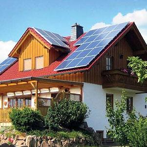 西方国家利用别墅屋顶建光伏电站随处可见,就像我们楼顶安装太阳